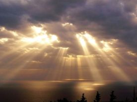 sun beams thru clouds